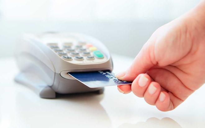 Bắt 4 người Trung Quốc sử dụng thẻ tín dụng giả để mua hàng